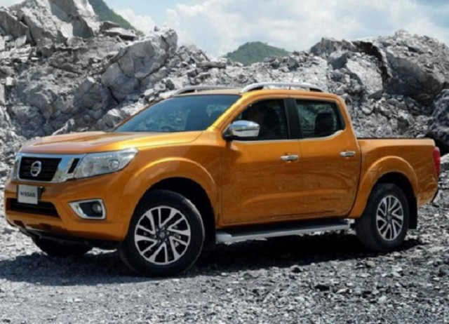 2019 Nissan Navara side view