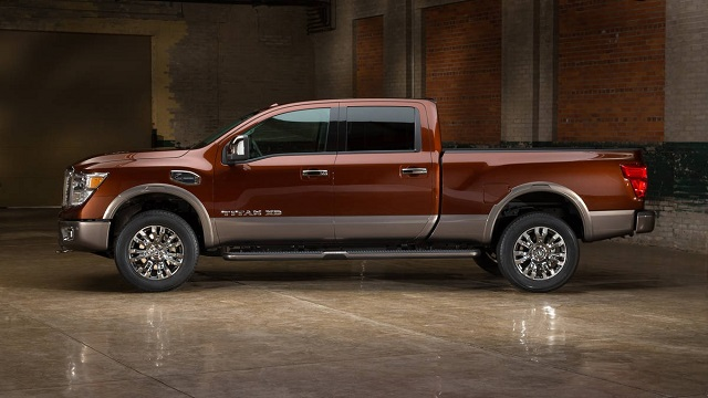 2019 nissan titan xd side view