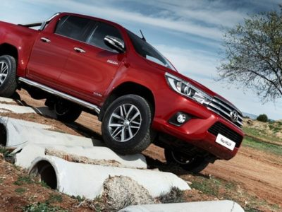 2019 toyota hilux review