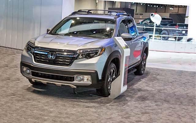 2020 Honda Ridgeline hybrid front view