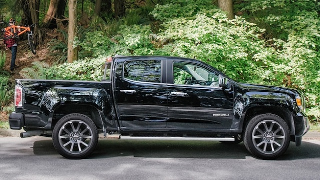 2019 GMC Canyon side view