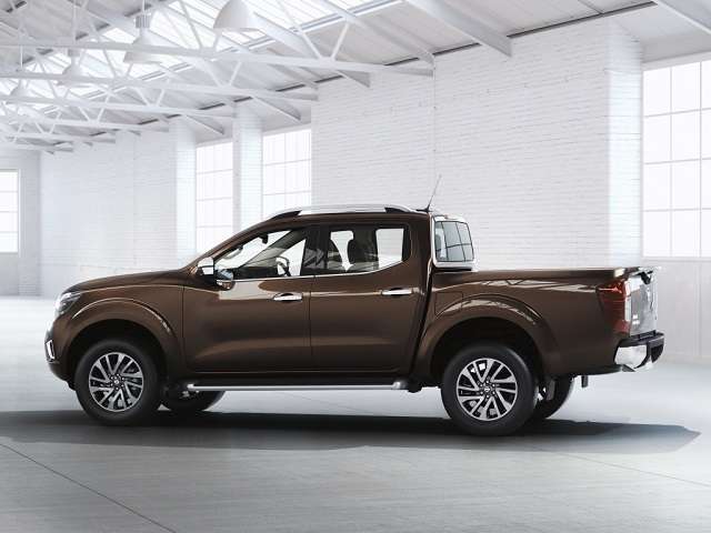 2019 nissan frontier diesel side view