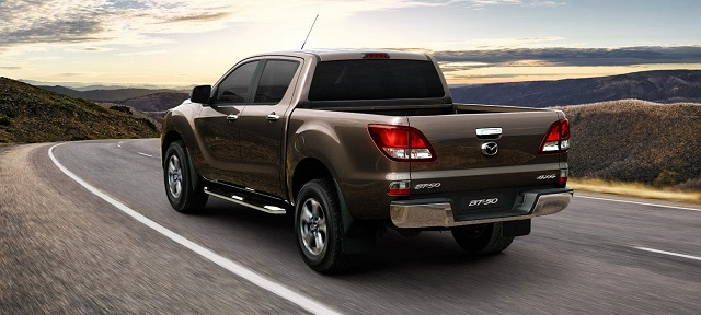 2020 Mazda BT-50 rear view