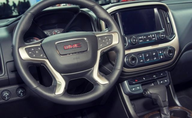 2020 GMC Canyon dashboard