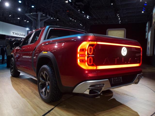 2020 VW Atlas Tanoak rear view