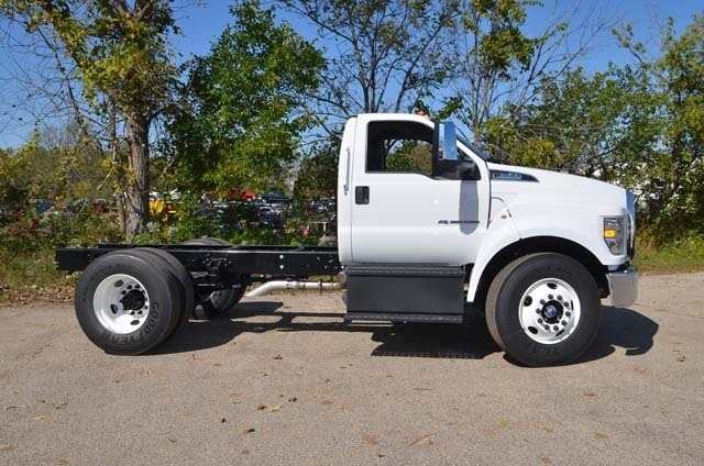2019 Ford F-650 side view