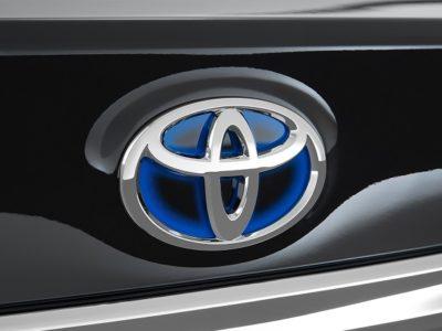 Toyota Tundra Hybrid badge