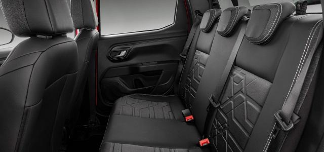 2021 Fiat Strada interior