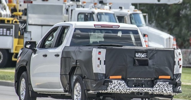 2022 Chevy Silverado 1500 spy shot rear